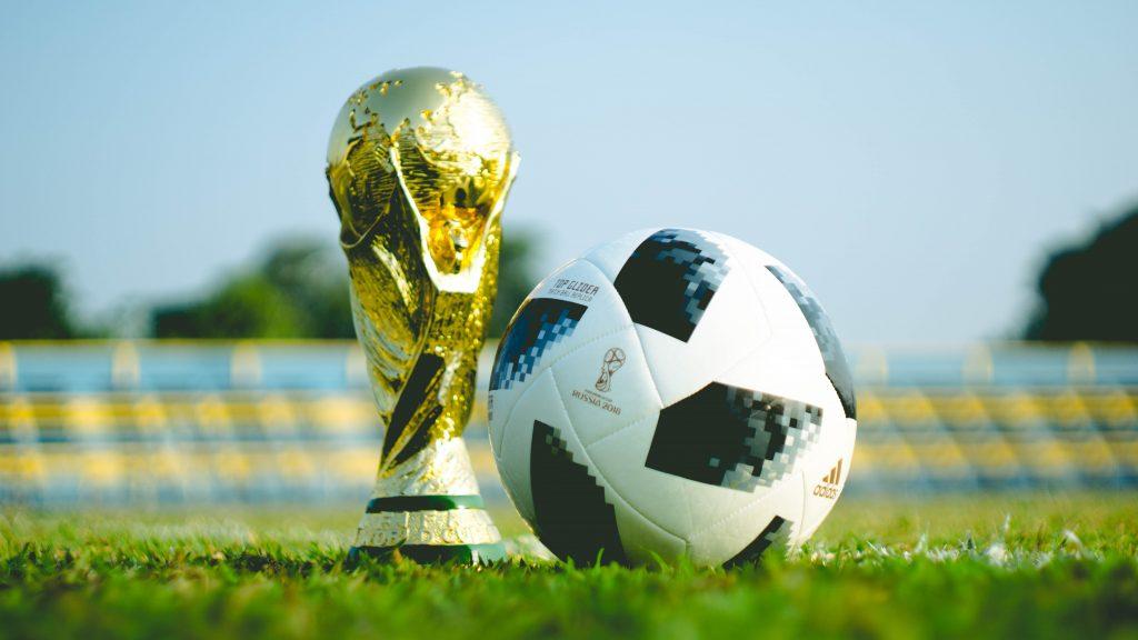 Coupe-du-monde-et-ballon